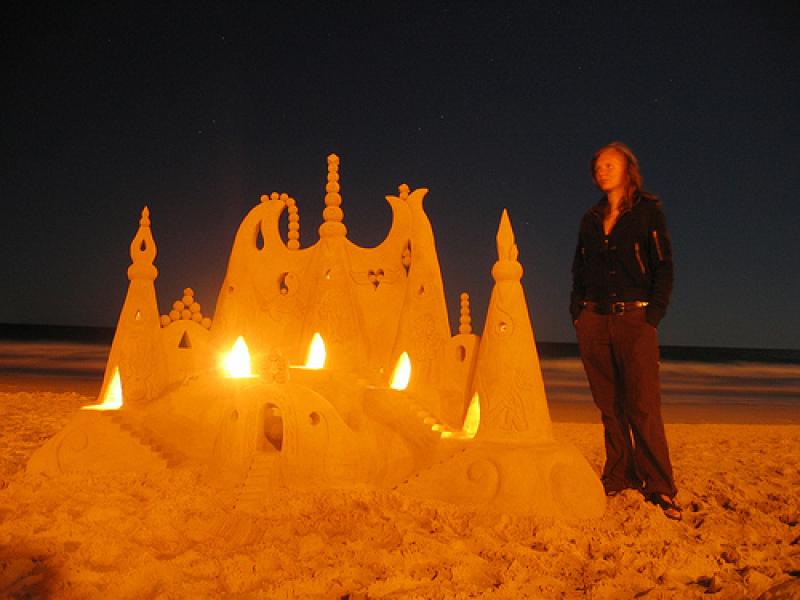 Le château de sable éclairé de Steve Machell