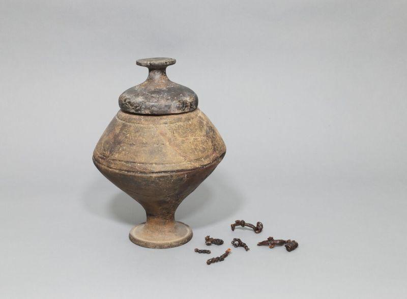 Mobilier de la sépulture 67 de Fontaine-la-Gaillarde « La Grande Chaume », collection des musées de Sens. Dépôt d'état