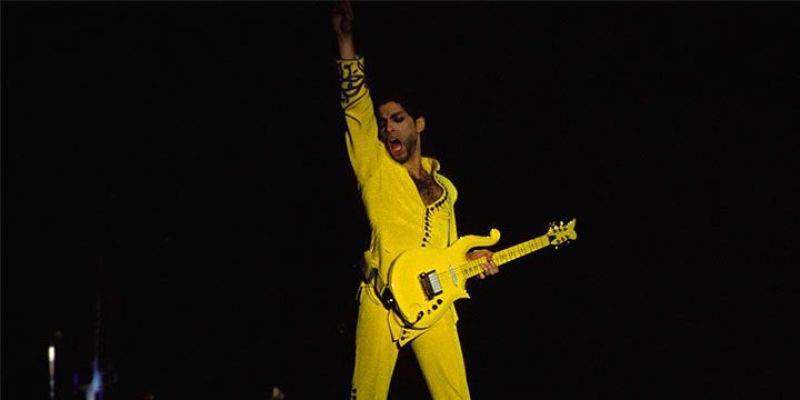 "04. Prince, guitare jaune ""cloud"""