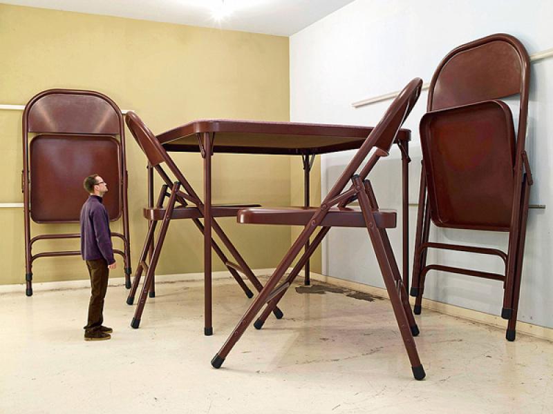 Robert Therrien - Brown chairs