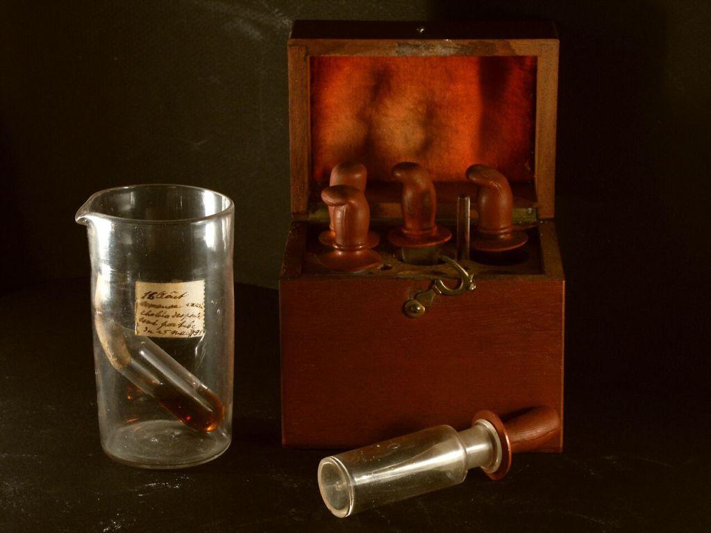 Vue de l'exposition Pasteur à Arbois - Ampoule de vaccins