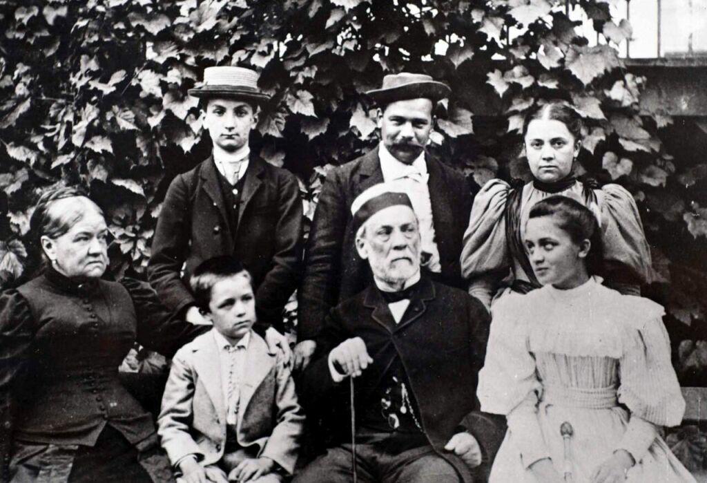 Vue de l'exposition Pasteur à Arbois - La famille Pasteur