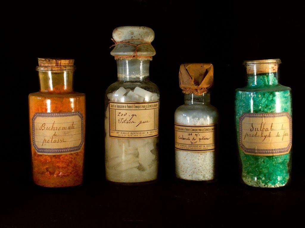 Vue de l'exposition Pasteur à Arbois - Produits de laboratoire