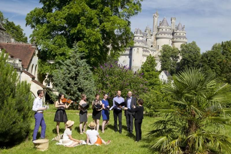 15298317lpw-15298921-embed-libre-festival-des-forets-ensemble-apostroph-choeur-de-chant-pierre-jpg_