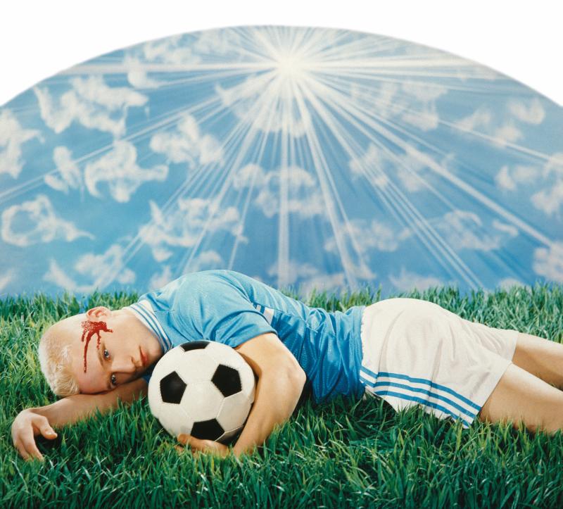 Pierre et Gilles, Le footballeur blessé, 1998
