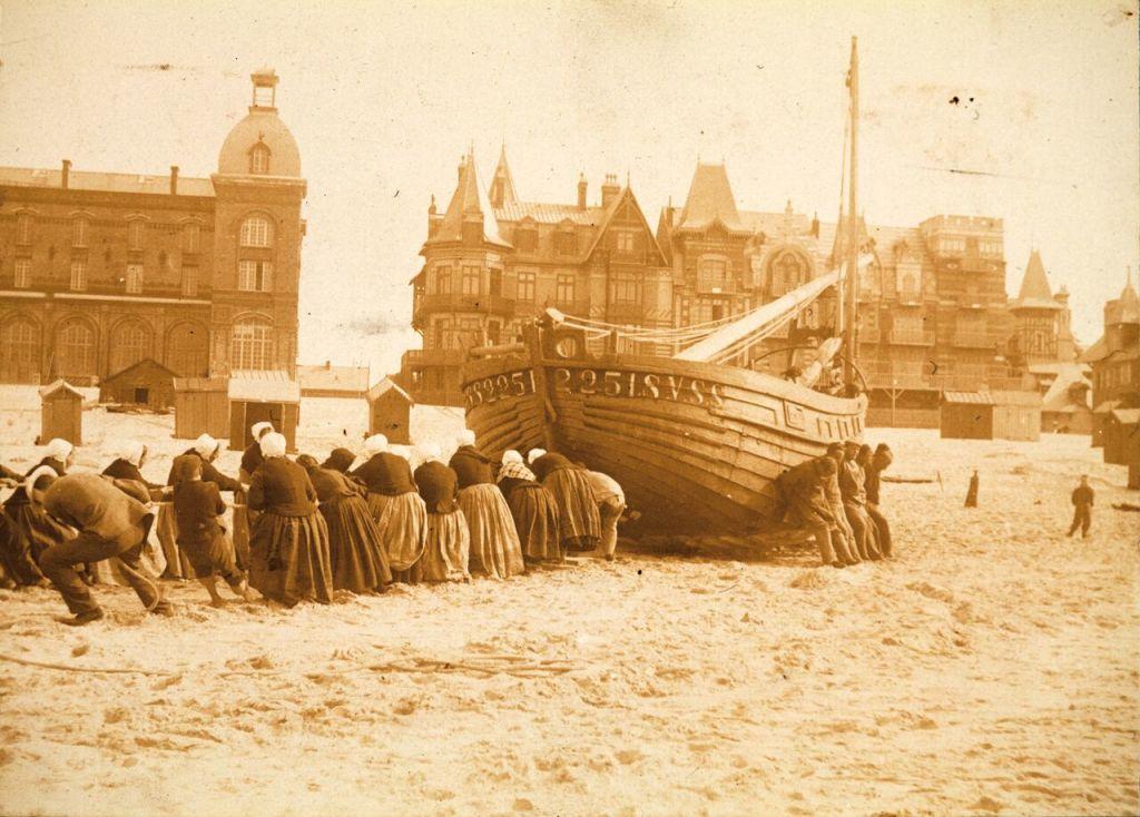 Anonyme, Halage de bateau devant l'Eden Casino