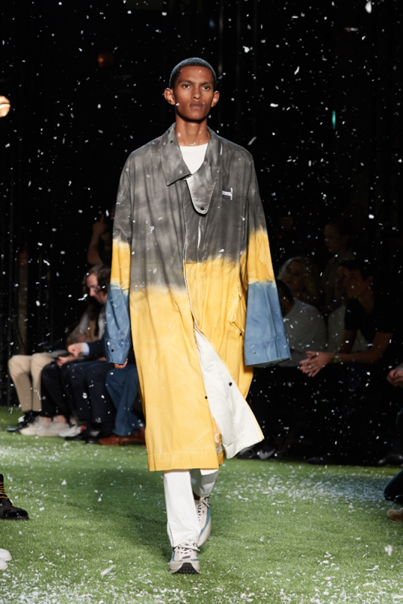 defile-off-white-homme-collection-printemps-ete-2019 Donald J White
