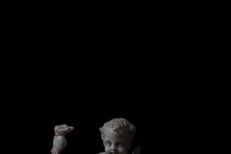 Eros assis sur un crâneFrance, XVIIIe siècle © Felipe Ribon