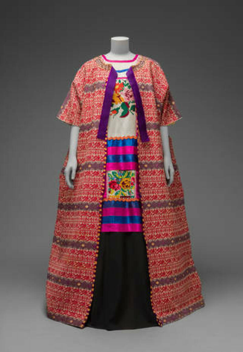 Guatemalan cotton coat worn with Mazatec huipil and plain floor-length skirt. Museo Frida Kahlo