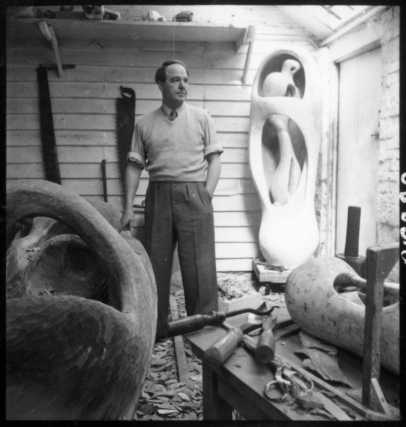 Henry Moore, 1952, Photo Roger Wood © Henry Moore Foundation archive
