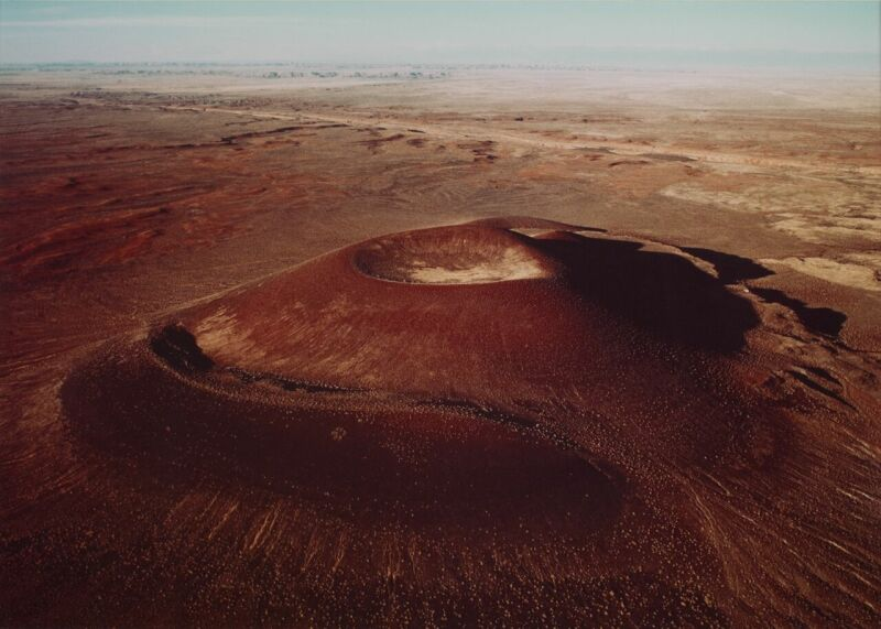 James Turrell,Aerial view of the crater, 1982
