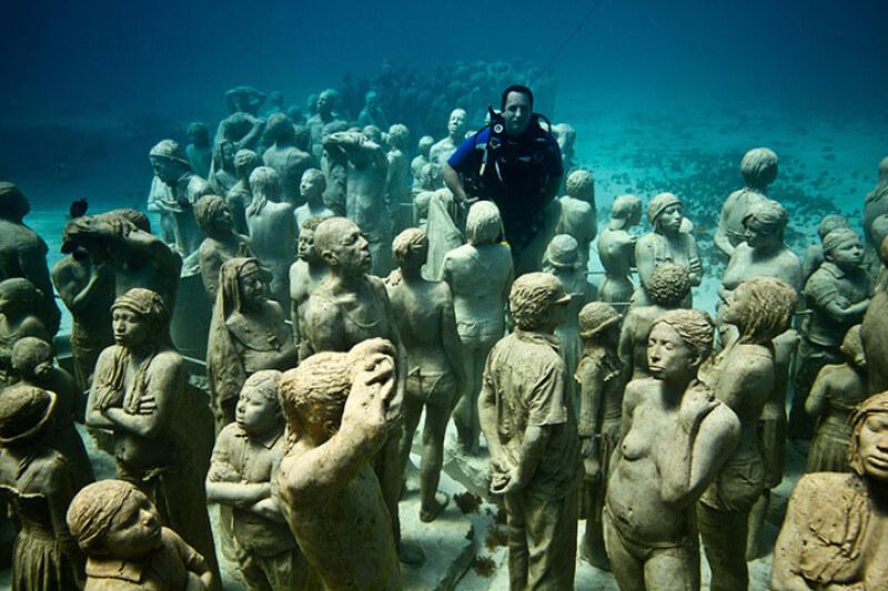 Jason de Caires Taylor sous l'eau