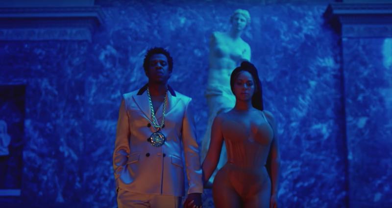 Jay Z et Beyoncé au Louvre devant la vénus de Milo