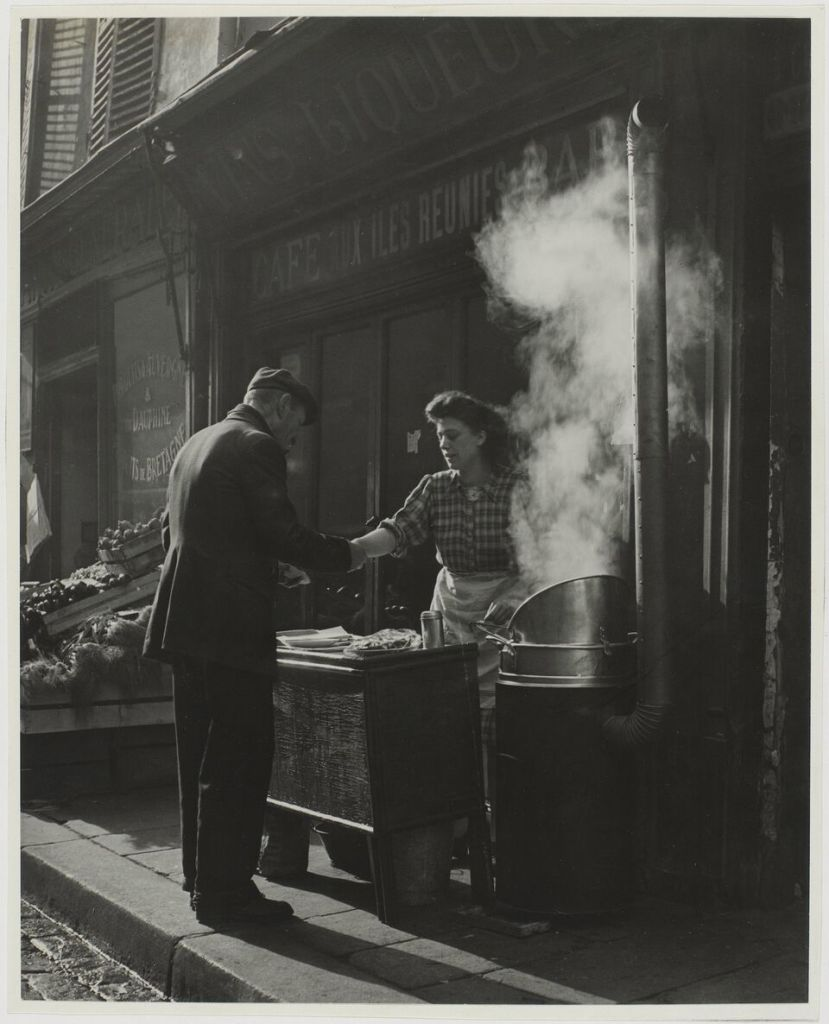 Sabine Weiss, Marchande de frites, Paris, France, vers 1946 - 1948
