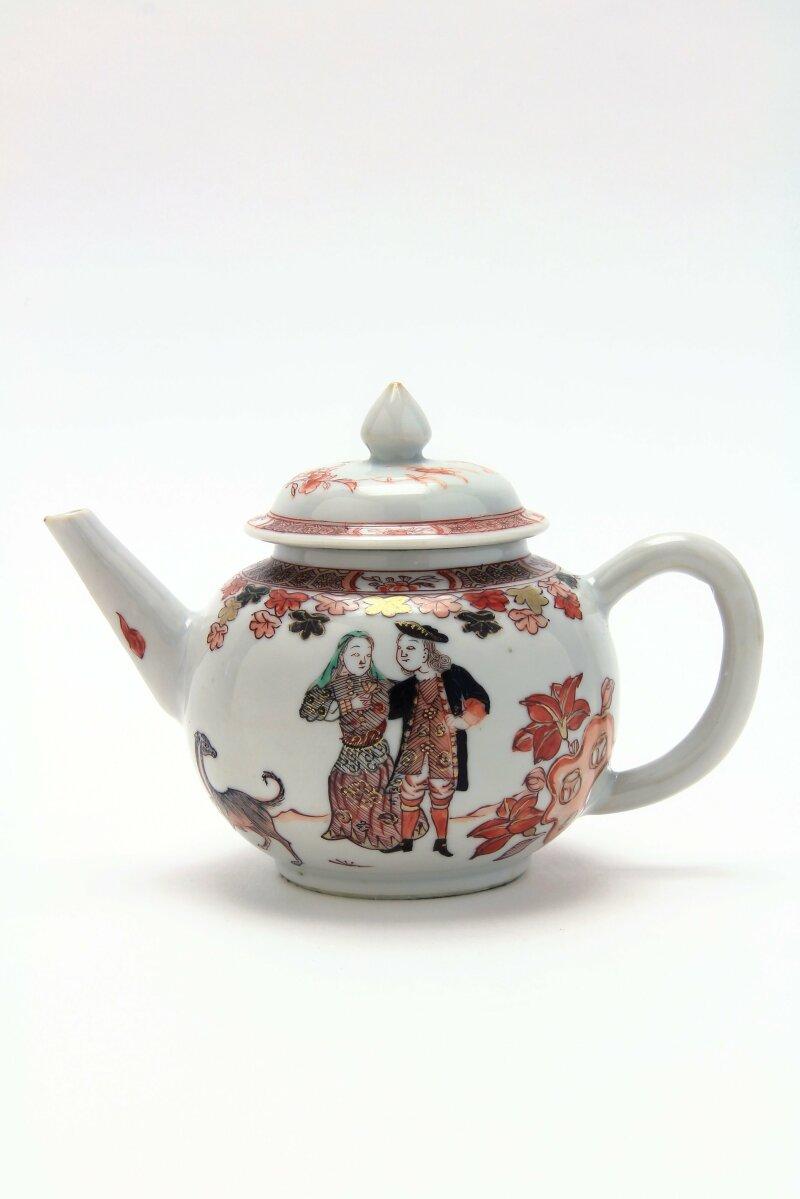 Théière « Un marchand hollandais et sa femme », Imari chinois 1720 – 1730, ensemble « Le Duff »