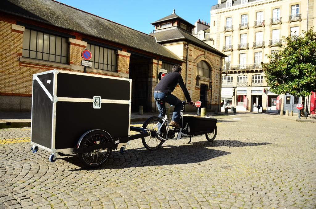 Vélo cargo et remorque