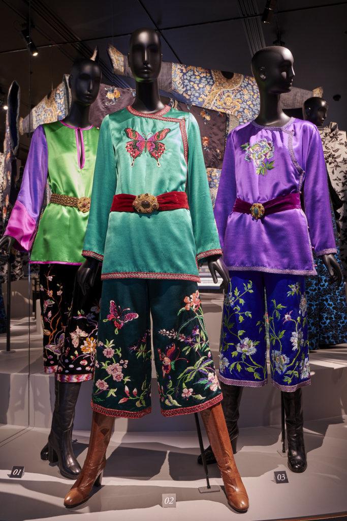 Vue de l'exposition, L'Asie rêvée d'Yves Saint Laurent_ section La Chine Florale