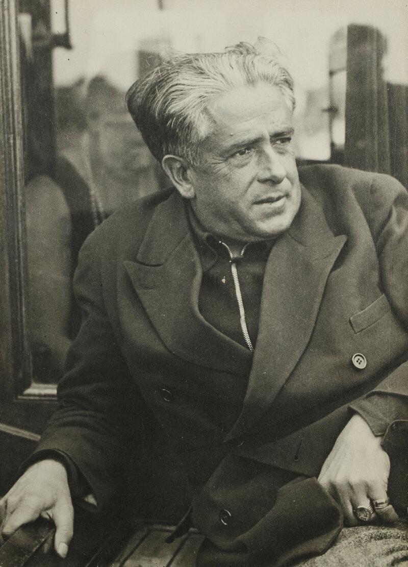 104 Man Ray Francis Picabia à Saint-Tropez, vers 1935 Epreuve gélatino-argentique, 11,2 x 8 cm Collection Pierre et Franca Belfond, Paris © ADAGP, Paris 2018
