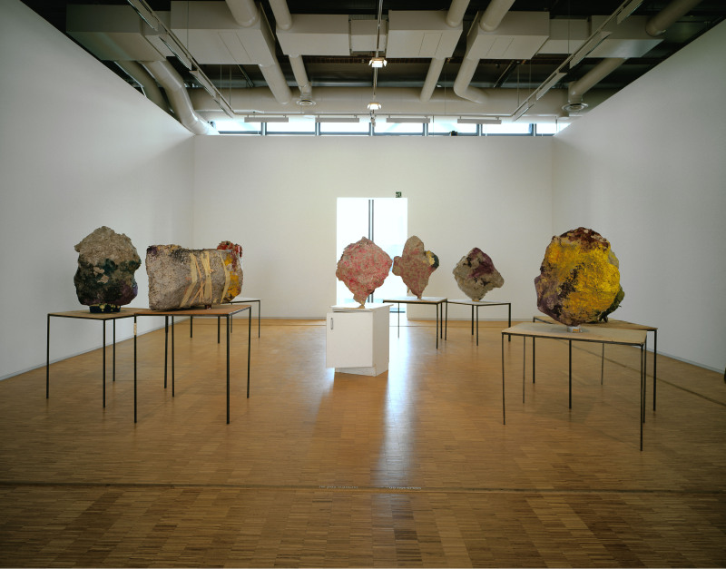 13. Franz West, Group with Cabinet Ensemble de 8 sculptures 2 - 2001