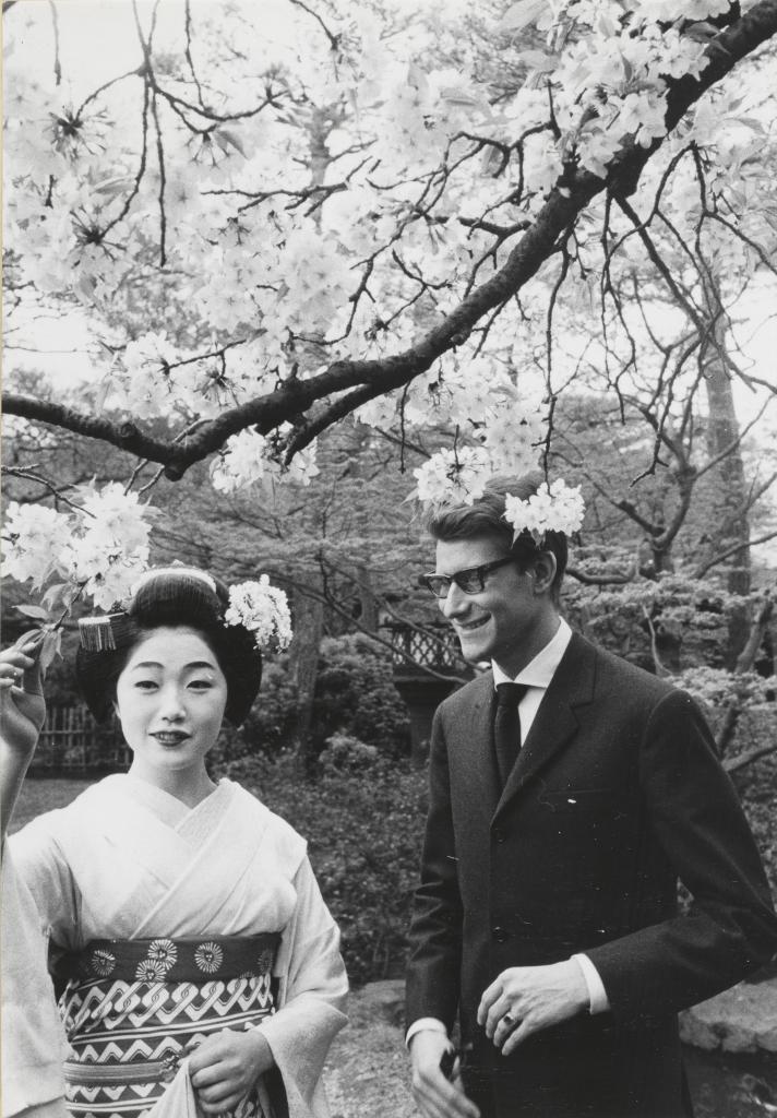 Yves Saint Laurent en compagnie d'une courtisane, Kyoto, avril 1963 © Droits réservés