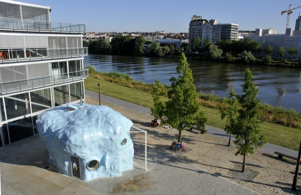Atelier Van Lieshout, L'Absence, Quartier de la création (parvis de l'ensa - École nationale supérieure d'architecture), Nantes, création pérenne Estuaire 2009