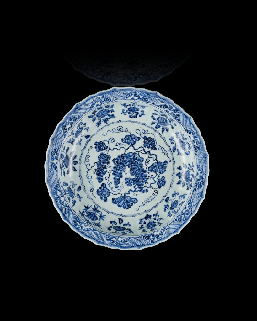 Plat à décor de grappe de raisin,v.1420, Chine, Dynastie Ming