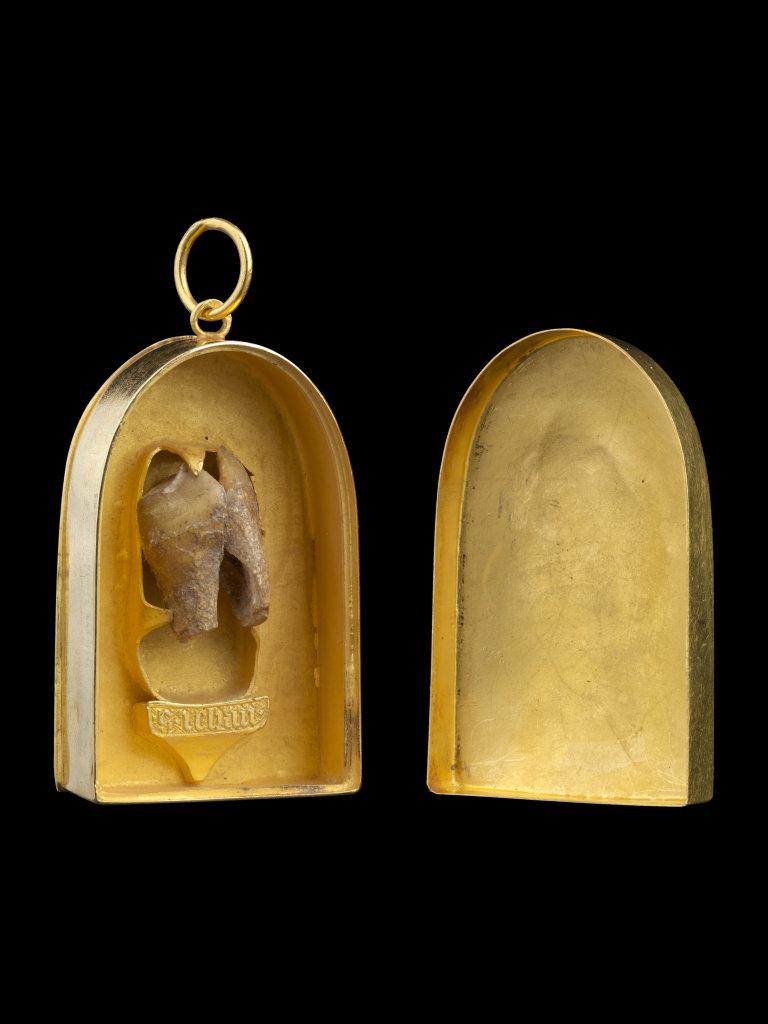 Pendentif reliquaire avec unedent de Saint Jean Baptiste, France, vers 1350-1370