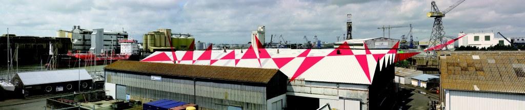 Felice Varini, Suite de triangles Saint-Nazaire 2007, Terrasse panoramique de l'écluse fortifiée, Saint-Nazaire, création pérenne Estuaire 2007