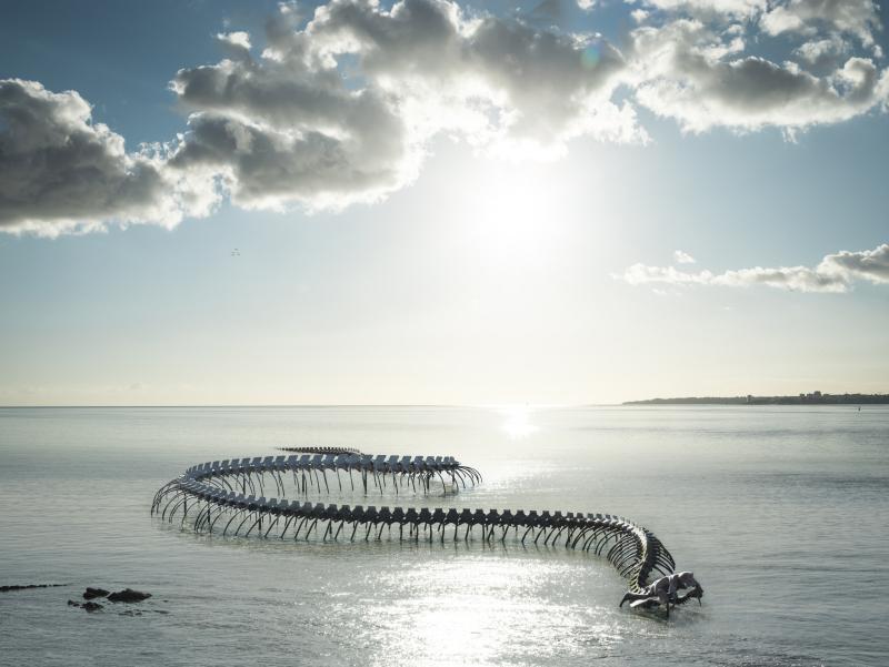 Huang Yong Ping, Serpent d'océan, Saint-Brévin-les-Pins (France), oeuvre du parcours Estuaire NantesSaint-Nazaire © Franck Tomps / LVAN