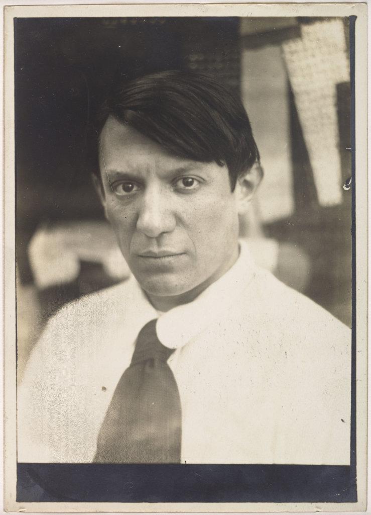 Anonyme, Portrait de Picasso dans l'atelier de la rue Schoelcher, Paris, en [1915-1916] - Picasso Picabia au Musée Granet à Aix-en-Provence.