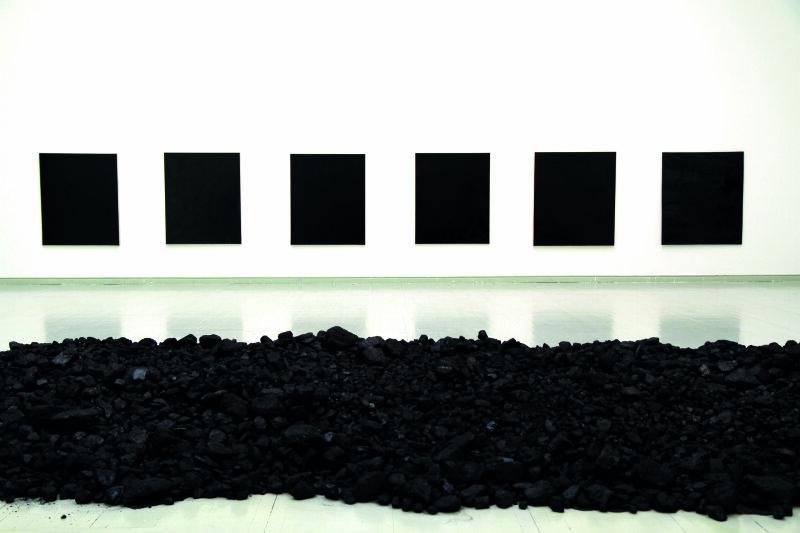 Bernar Venet, Tas de charbon et Goudrons, 1963