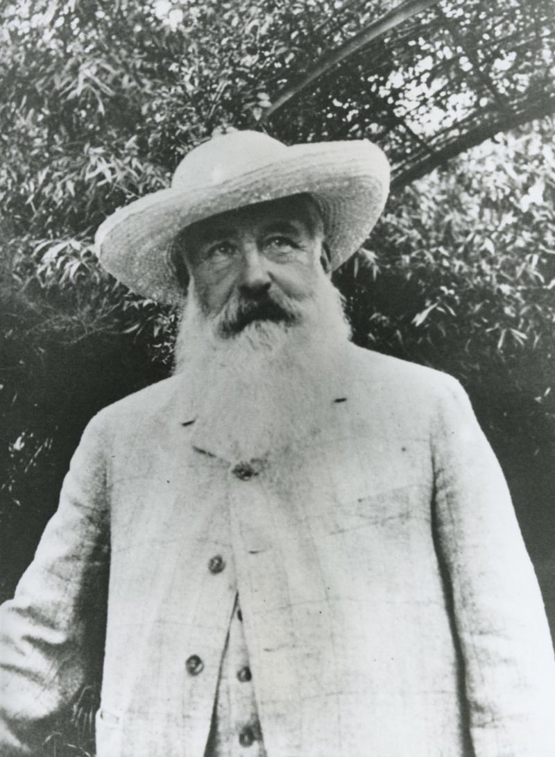 Claude Monet dans son jardin, photographié par Sacha Guitry vers 1913