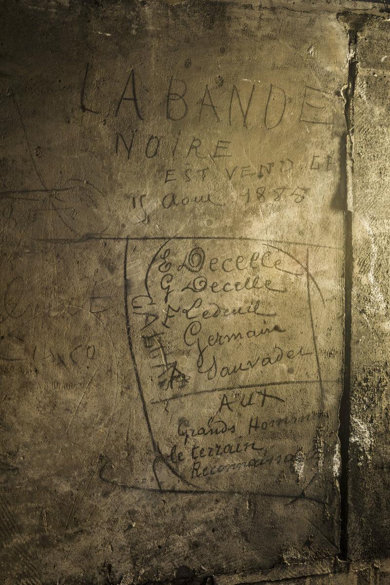 6. Graffiti de la Bande Noire daté de 1885 dans les parties hautes du Panthéon_Romain Veillon - CMN