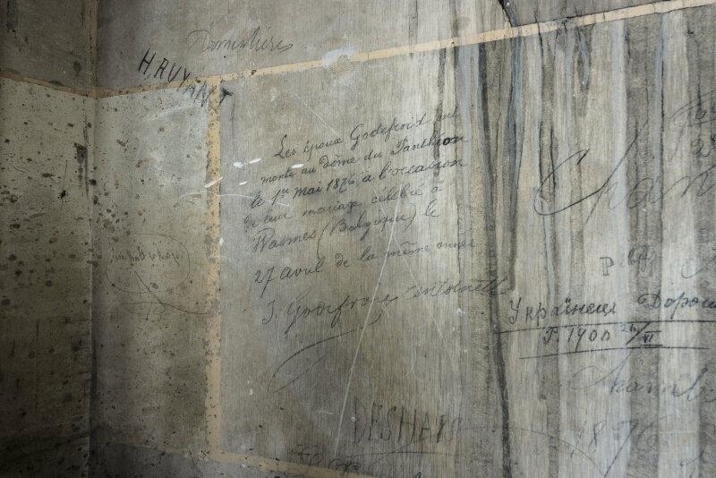 7. Graffiti des époux Godefroid daté de 1876 dans les parties hautes du Panthéon © Romain Veillon - CMN