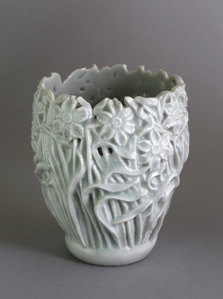 Auguste Delaherche (1857-1940), Vase gobelet à décor de fleurs de narcisse