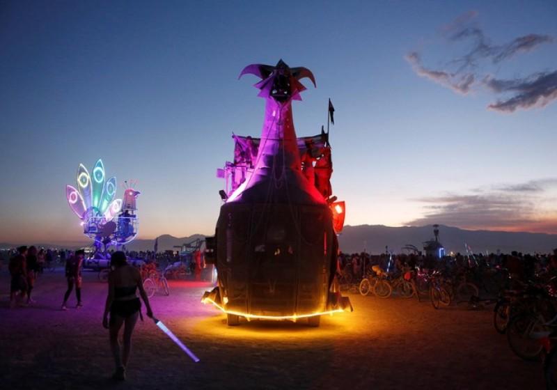 Burning man (c) Jim Urquhart, reuters 2