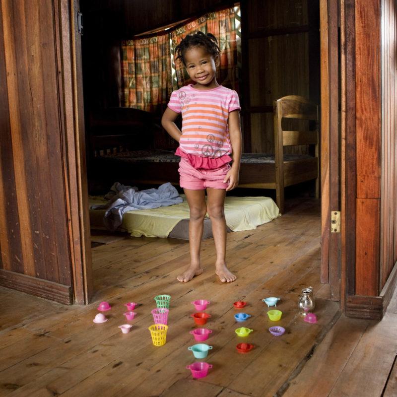 Naya Gutierrez, 3 anni -  Managua, Nicaragua (c) Gabriele Galimberti, Toy Stories