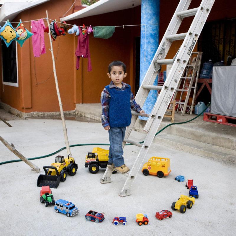 Abel Sientes Armas, 4 - Nopaltepec, Mexico (c) Gabriele Galimberti, Toy Stories