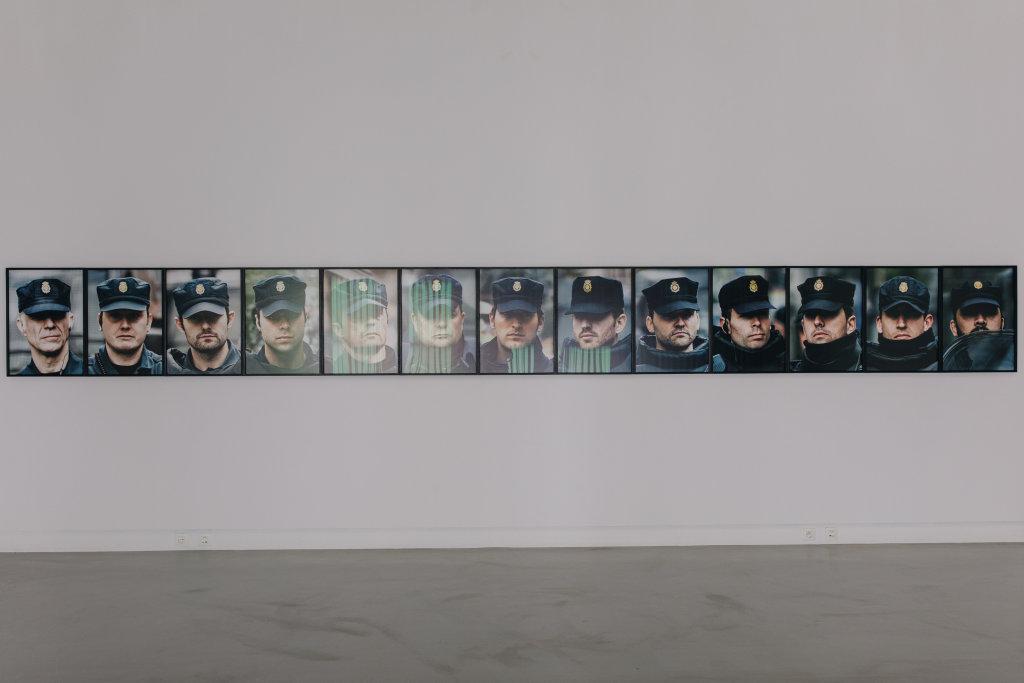 Democracia, Photographies extraites de 18 Retratos (Série We Protect you from Yourselves, 2013-2018), 2014-2018