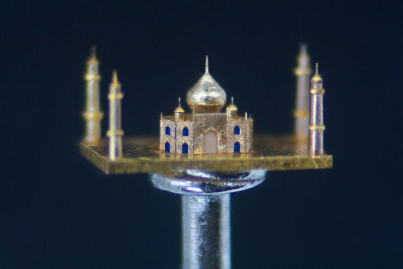 Micro Sculptures, Willard Wigan (c)