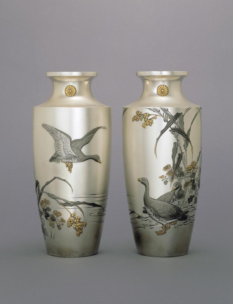 Paire de vases ornés d'oies sauvages