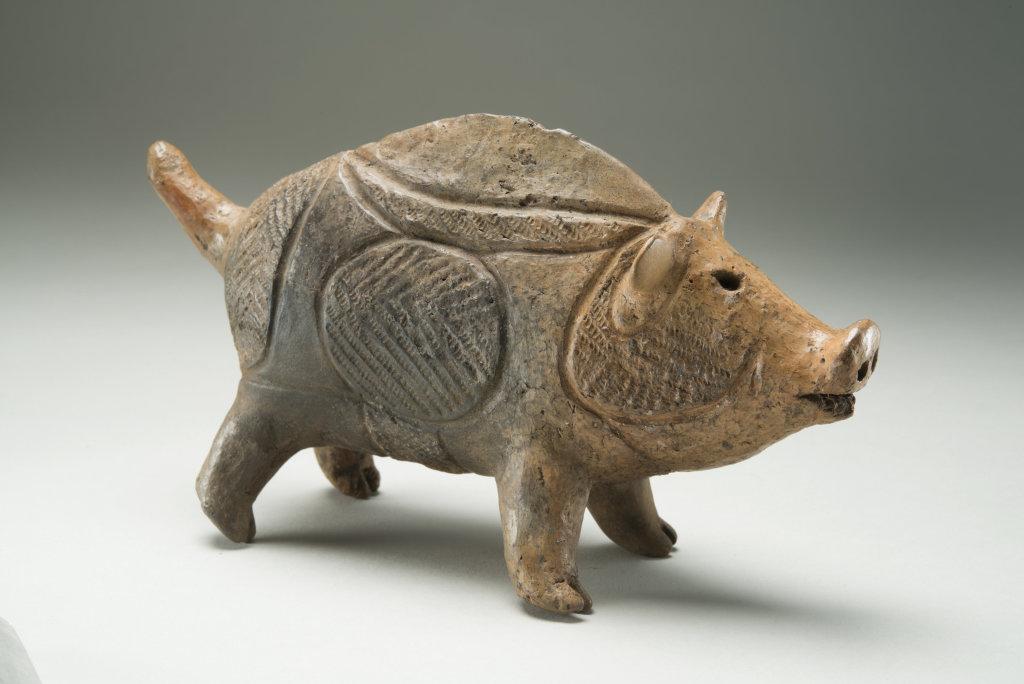 Poterie en forme de sanglier Bien culturel important Jômon récent (2000 av. J.-C – 1000 av. J-C.) Provenant du site de Tokoshinai 2, Hirosaki-shi, Aomori Hirosaki City Museum