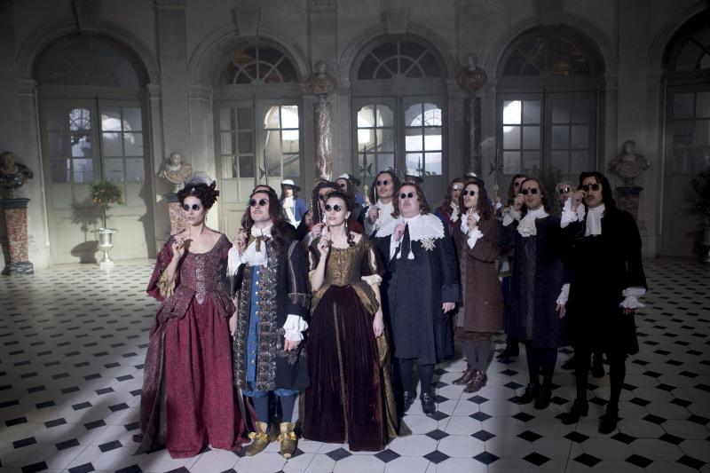 Elisa Lasowski (Marie-Thérèse), George Blagden (Louis XIV), Anna Brewster (Montespan)