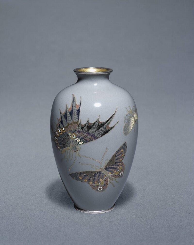 Vase à décor de papillons