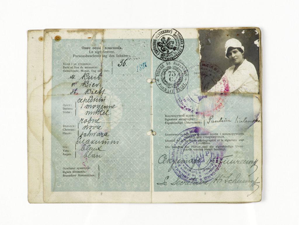 Passeport de la comédienne Kalenska