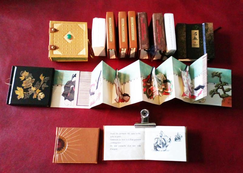 Suite de petits livres  circa 4 x 4 cm (c) Mini Ma