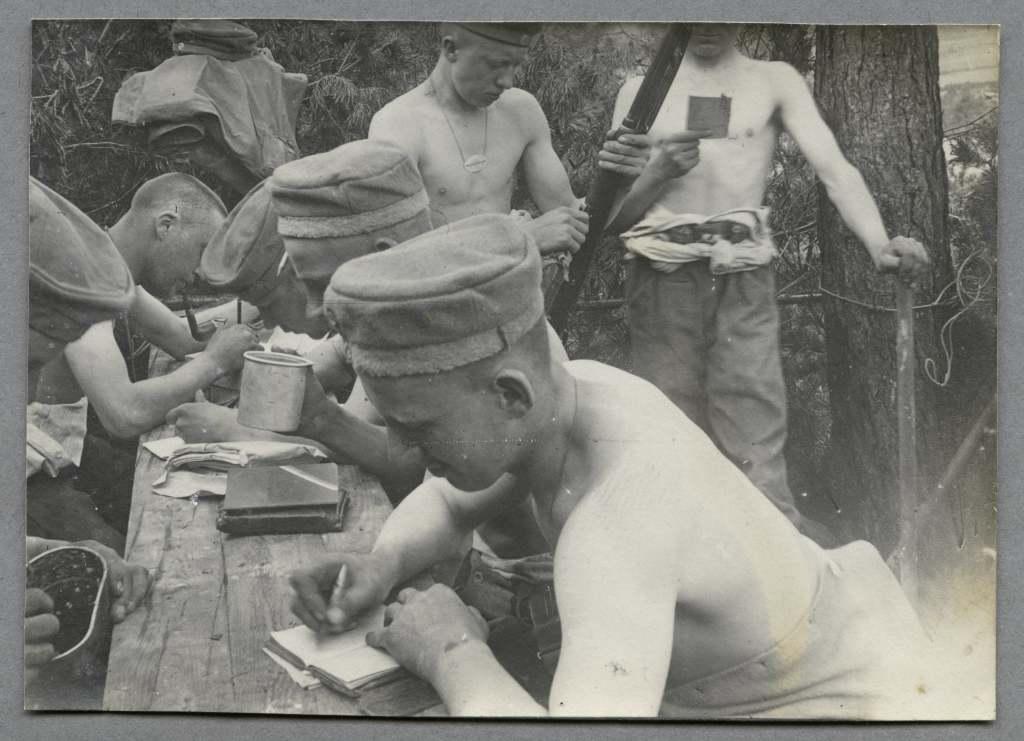 Soldat écrivain une lettre
