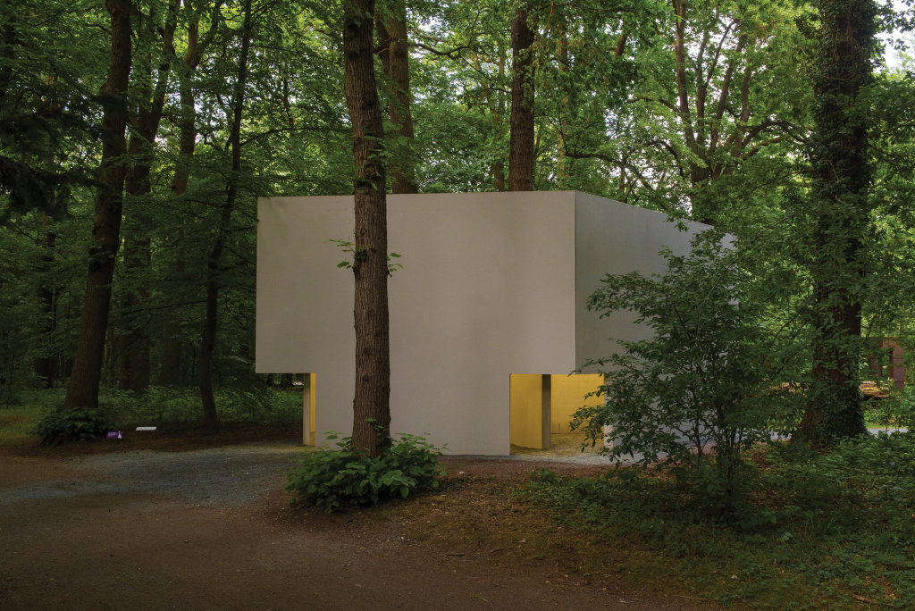 Bruce Nauman, Diamond Shaped Room with Yellow - Musée en plein air