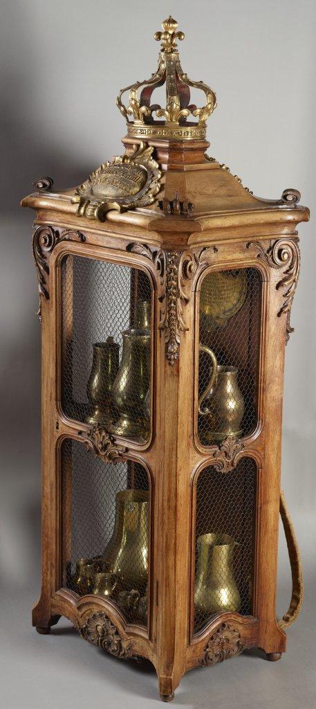 Armoire d'étalons renfermant vingt mesures en cuivre pour l'huile - Ensemble provenant de la galerie des Poids et Mesures du ministère de l'Agriculture et du Commerce, 1741