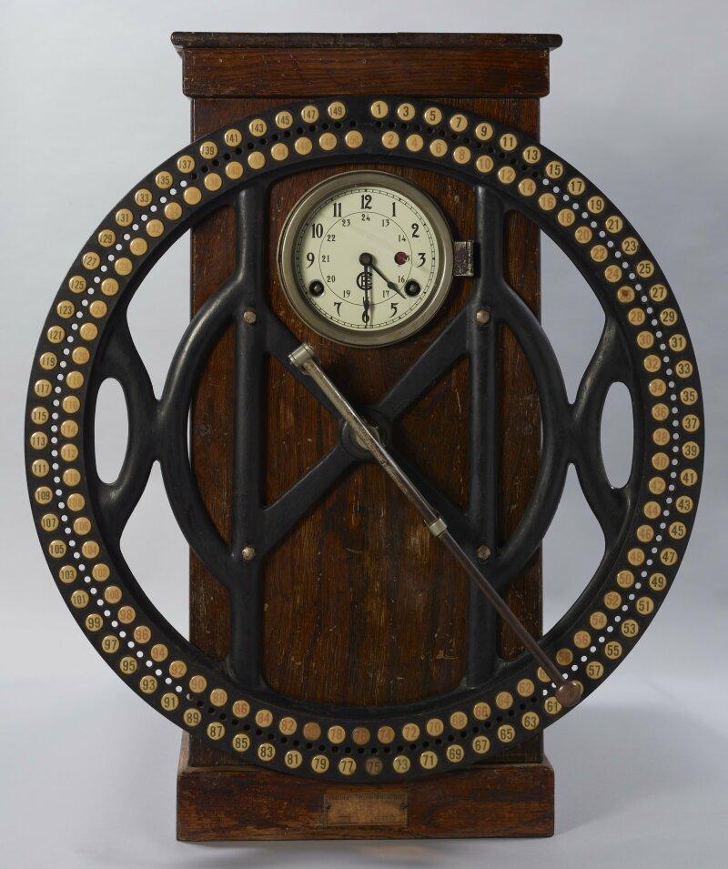 Pendule de pointage enregistreuse à cadran Inventée par Alexander Dey, 1888